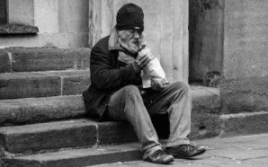 Italiani sempre più giù: 18 milioni a rischio povertà