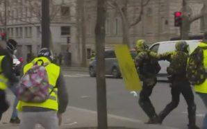 Gilet gialli imbrigliati a Parigi. L'insurrezione può attendere
