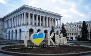 La piazza femminista di Kiev caccia i neofascisti
