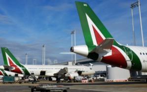 """Alitalia, i lavoratori contro lo """"spezzatino"""". Slitta l'incontro con l'Ue"""